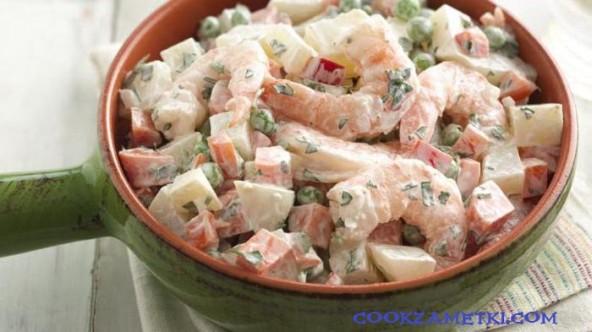 """Cалат """"Оливье"""" с морепродуктами."""