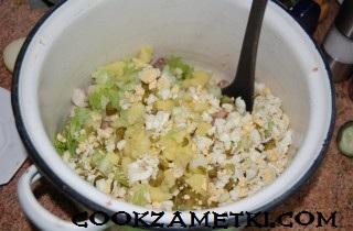 francuzskij-salat-olive-s-ryabchikami-yazykom-i-rakami-30199