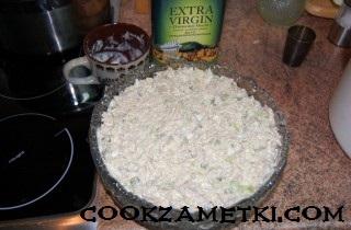 francuzskij-salat-olive-s-ryabchikami-yazykom-i-rakami-30202
