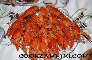 francuzskij-salat-olive-s-ryabchikami-yazykom-i-rakami-30203