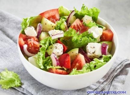 Греческий классический салат.