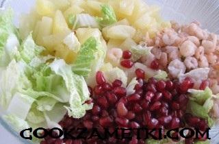 salat-iz-pekinskoj-kapusty-s-krevetkami-21500