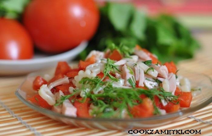 salat-s-makaronami-vetchinoj-i-bolgarskim-percem