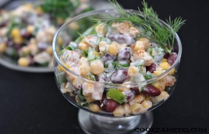 salat-s-suharikami-fasolyu-i-kukuruzoj
