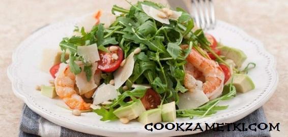 salat-s-rukkoloj-i-avokado-1
