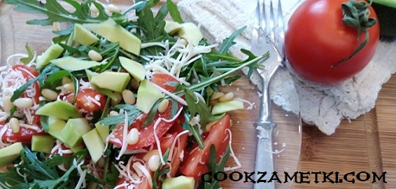 salat-s-rukkoloj-i-avokado-2