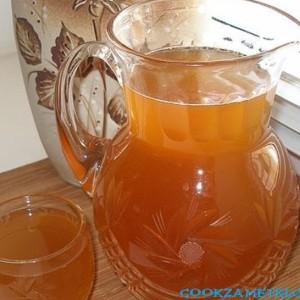 Квас из березового сока с медом.
