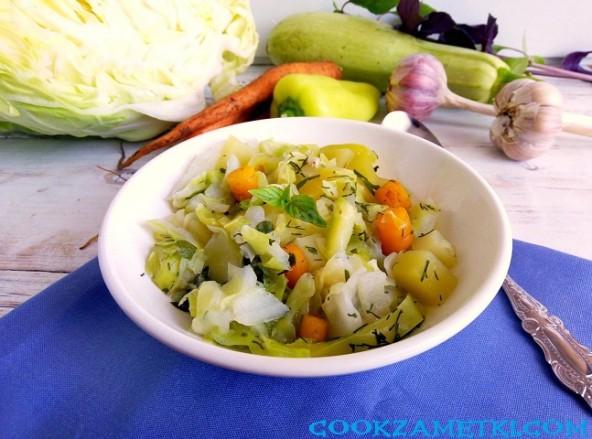 Овощное рагу с капустой.