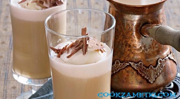 Молочный кофе глясе.