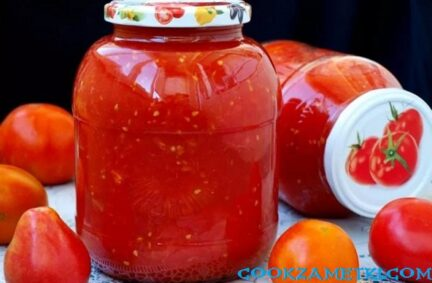 Помидоры в томатном соке на зиму консервированные.