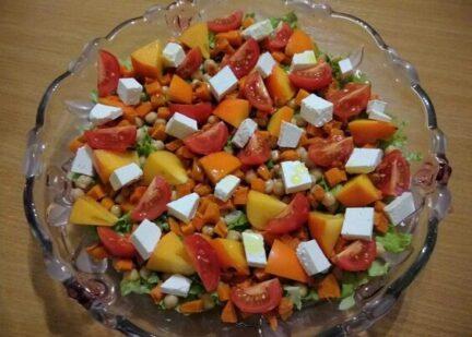 Салат из запечённой тыквы, с апельсинами и фетой