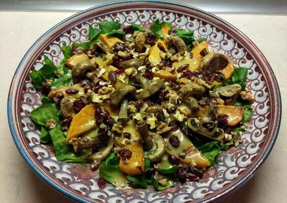 Салат со шпинатом, тыквой и шампиньонами