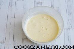 sharlotka-na-skovorode-s-yablokami_1591787815_4_min