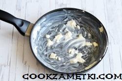 sharlotka-na-skovorode-s-yablokami_1591787815_6_min