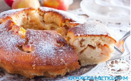 Шарлотка с яблоками на кефире в духовке пышная.