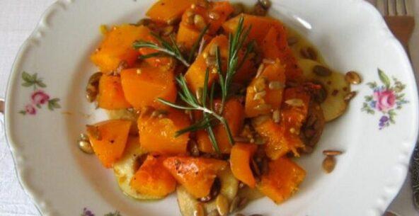Теплый салат из тыквы с медовой подливкой