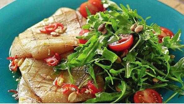 Салат с кальмарами на гриле