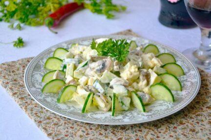 Грибной салат с огурцами
