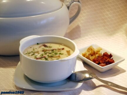 Фасолевый суп-пюре с грушей и беконом