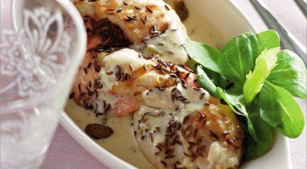 Косичка из белой и красной рыбы под сливочным соусом
