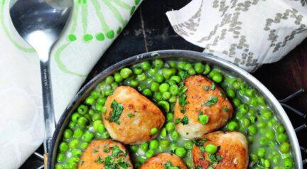 Рыбные фрикадельки с зеленым горошком