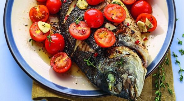 Рыба с помидорами в греческом стиле