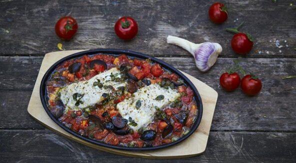 Рыба по-провански, с помидорами и маслинами