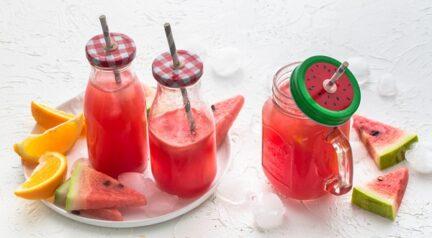 Розовый лимонад на арбузном соке